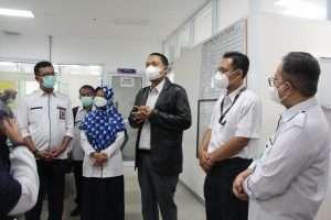 Dewan Direksi RSUP Dr M Djamil Padang menyambut langsung kunjungan Tenaga Ahli dari Kantor Staf Presiden (KSP) RI dalam rangka peninjauan penanganan covid-19 di Sumatera Barat, Kamis (12/8).